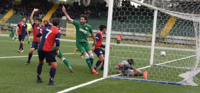 L'AVELLINO BATTE LA TORRES 3-1 E RAGGIUNGE LA VETTA DELLA CLASSIFICA /VIDEO
