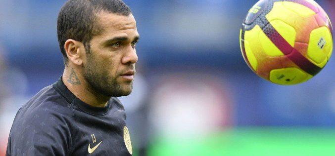 DANI ALVES LASCIA IL PARIS SAINT GERMAIN